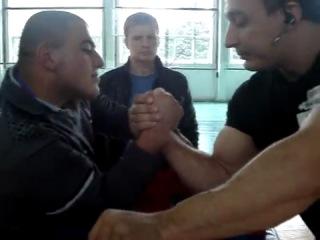 Уроки армрестлинга от Алексея Воеводы
