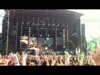 Red Hot Chili Peppers- [Live at Tuborg Greenfest,St.Petersburg,Russia @ 20.07.12] – Look Around