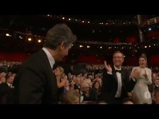 Александр Пэйн, Нат Факсон и Джим Рэш получают Оскар за лучший адаптированный сценарий к фильму Потомки. 2012