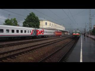 ЧС2Т с фирменным поездом Черноморец