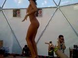 Беспредел или Казантип - Абсолютная голая девушка танцует на барной стойке на Казантипе. KAZANTIP 2010