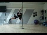 Девчонки! Занимайтесь художественной гимнастикой-в жизни может пригодится . Посмотрите, как здорово..