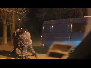 Депутат Одесского горсовета с боем прорвался в здание аэропорта