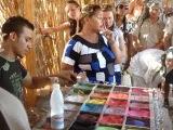 Египет 2011г Прикольно из цветного песка рисунки делает!!!