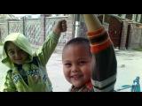 v Shanhae deti ne bazaryat))