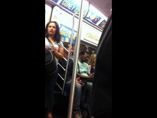 ▲ Keanu Reeves subway