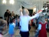 танцы в кукольном театре.