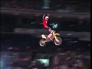 Extreme спорт Мото: безбашенные прыжки на трамплинах