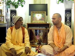 Шрипад Бхактиведанта Бон (Ван) Махарадж и Шрипад Бхактиведанта Садху Махарадж