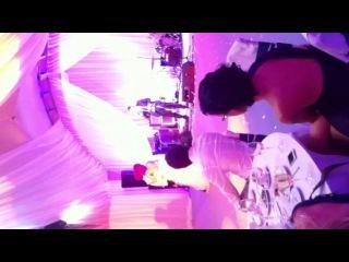 Я пою на свадьбе Яна и Оли, а они танцуют. Ура!