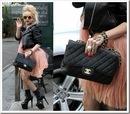 Леди Гага с сумкой шанель.