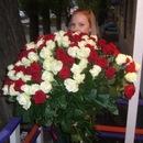 Букет из 101 красной и белой розы - это шикарный подарок для любимого...