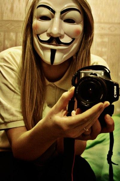 Фото девушек с маской на аву