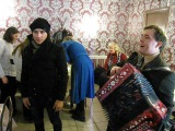 Гости прощаются уходя из кафе София под исполнение на гармони Юрия Комиссаров  город Санкт-Петербург 31 марта 2013 год.