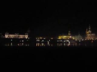 Фанаты Динамо-Дрезден  перекличка через Эльбу.