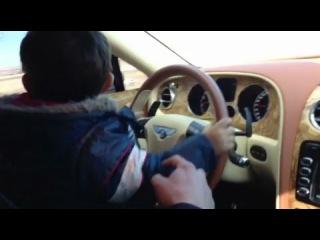 Армянин учит сына водить на Бентли