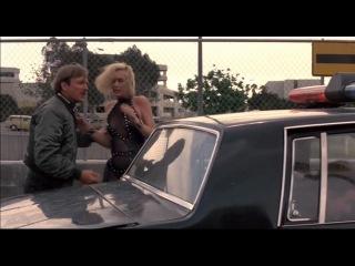 Надвигающееся насилие / Нарушители на колесах / Moving Violations (1985)