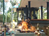 Пуджа у храма Шивы (Золотой остров)