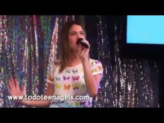 Виолетта и Леон поют песню Podemos