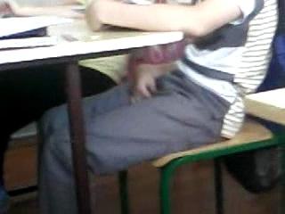 Девушка дрочит на уроке видео