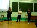 2 девчонки и 1 пацан танцуют