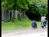 Так отдыхают деревенские парни)))