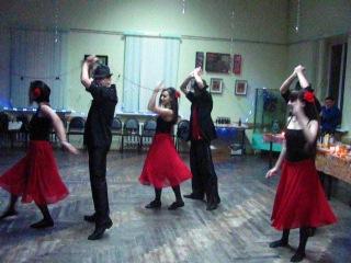 Танцевальный подарок от учеников на новогодней вечеринке