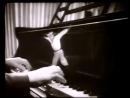 1946 год.На Родине, в СССР,ДедТерминатора впервые сплясал Яблочко.Дааа :-) Кто-то нервно курит в сторонке.Советский Союз!Браво! :-)