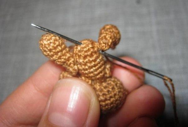Ссылка.  Нам понадобится:Пряжа, крючок подходящего размера(я бере пряжу ирис и крючек 1), наполнитель...
