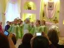 Девочки исполняют танец Россия (березки)