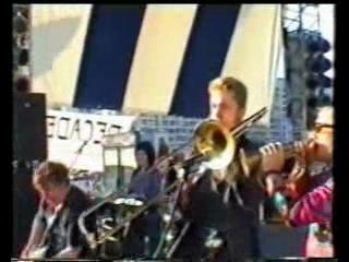 Ленинград - Концерт у гостиницы Прибалтийская (11.06.2000) Поёт Александр