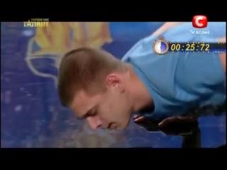 Денис Шерсюк)) Уникальный рекорд отжиманиие на одной руке)))))