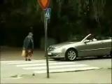 Бабушка переходит дорогу^^