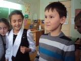 пацан говорит учительнице какая она красивая умная и т.д.:))))