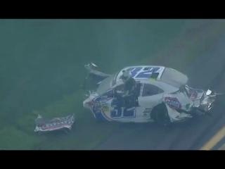 10 болидов столкнулись на гонках NASCAR