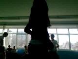 прыжок Жени на физре у 6 М класса ,Жесть!!