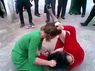 Драка туркменских девушек