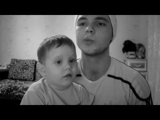 Малыш клёвый и парень классно поет).mp4