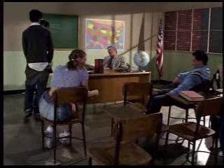 Ann harlow / красивая дерзкая школьница трахнулась с одноклассником прямо на уроке.