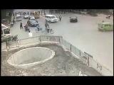 Очень настырный мотоциклист \ Китай \