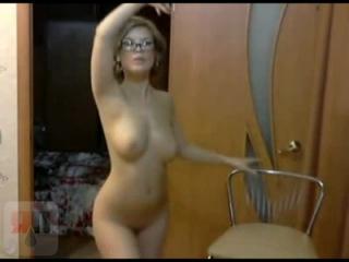видео онлайн моя голая застенчивая жена танцует стриптиз
