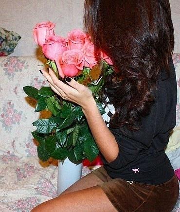 Фото на аву со спины с цветами