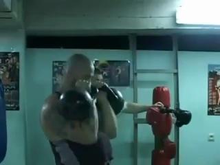 Тренировка с гирями для бойца (Сергей Бадюк).