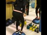 Повторить за звездой: тренировки от Тины Канделаки. Комплекс упражнений для ног и ягодиц. Часть 1.