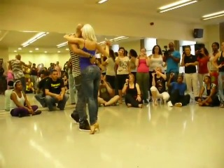Очень красивый танец, как гипноз