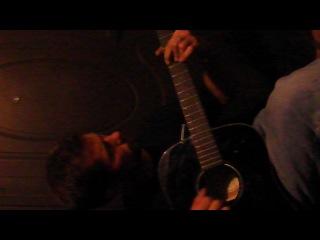 Рома Бородач мутит на гитаре,а я все еще решаю вопрос о походе в магазин.....))))))