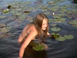 Порно зрелыми женщины купаются в реке обнаженные видео секс