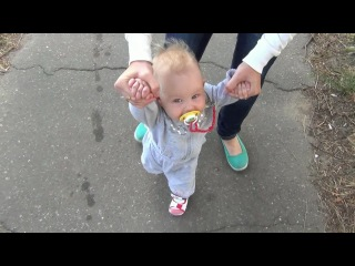 Кира учится ходить 9 месяцев