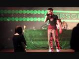 Не знаю кто исполняет девушке по имени Настя не знаю как называется песня,но это было безумно трогательно!)