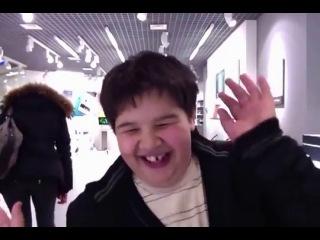 Спорим улыбнешься? Чувак в магазине в apple store, Пенза.